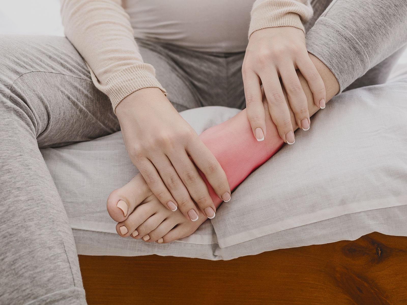 Piedi e caviglie gonfie: perché ti succede?